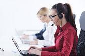 Biznes kobieta grupa ze słuchawkami — Zdjęcie stockowe