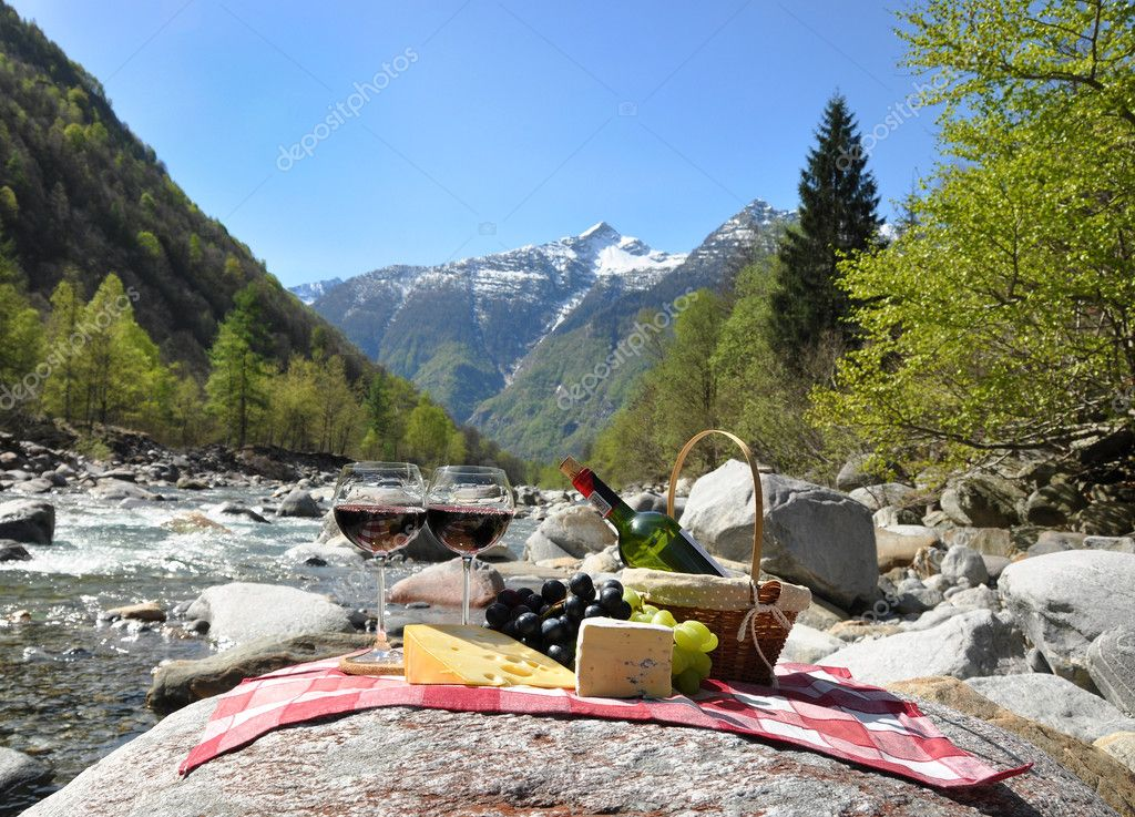 Red wine, cheese and grapes served at a picnic. Verzasca valley, Switzerland — Stock Photo #8299948