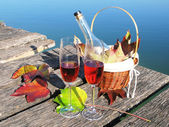 Two wineglasses on a wooden jetty — Foto Stock