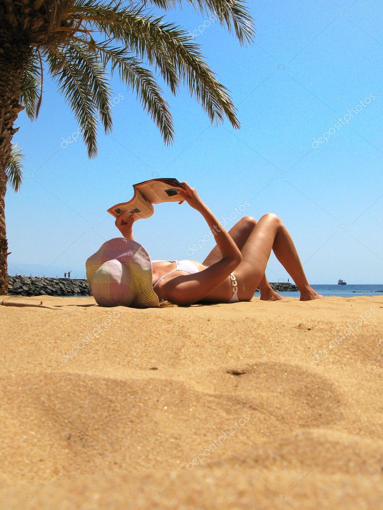 Beach scene. Playa Teresitas. Tenerife, Canaries — Stock Photo #8300593