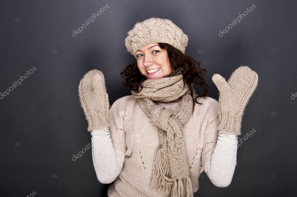 Woman smiling with hat and gloves on her — Stock Photo #8607630