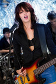 Female guitarist playing at a concert — Stock Photo