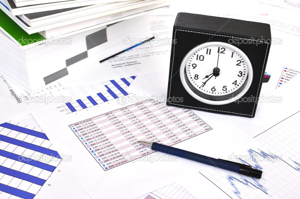 Clock, files and pen on a market report — Stock Photo #8299424
