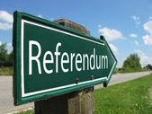 Referendum arrow signpost along a rural road — Stock Photo