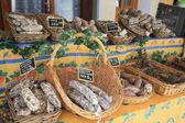 Saucisses sur un marché en provence — Photo