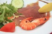 Gamba i plasterki tunafish — Zdjęcie stockowe