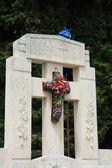 Francês lápide com flores de cerâmicas — Fotografia Stock