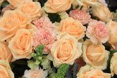 Garofani e rose arancio morbide — Foto Stock