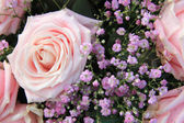 Big pink roses in a floral arrangement — Stock Photo