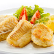 Fried fish fillet and vegetables — Stock Photo #10116741