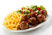 Roasted meatballs, French fries and vegetable salad — Stock Photo