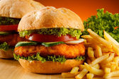 Big hamburger, French fries and vegetables — Stockfoto