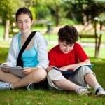 estudiantes al aire libre — Foto de Stock