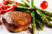 Grilled steak with asparagus — Stock Photo