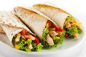 Kebab - carnes grelhadas e legumes — Foto Stock