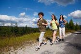 Family on walking tour — Stock Photo