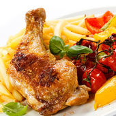 Grilled chicken leg, chips and vegetables — Stock Photo
