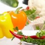 verduras frescas, frutas y otros productos alimenticios — Foto de Stock