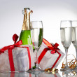 Glasses of champagne, gifts with red tapes and bows - 图库照片