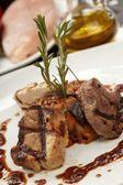 Steaks mit gemüse — Stockfoto
