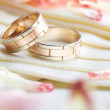 Golden rings and rose petals — Lizenzfreies Foto
