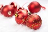在白色背景上的圣诞球 — 图库照片