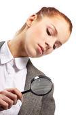 Ritratto di giovane imprenditrice con lente d'ingrandimento — Foto Stock