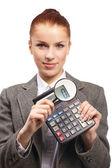 年轻的女商人与计算器和放大镜的肖像 — 图库照片