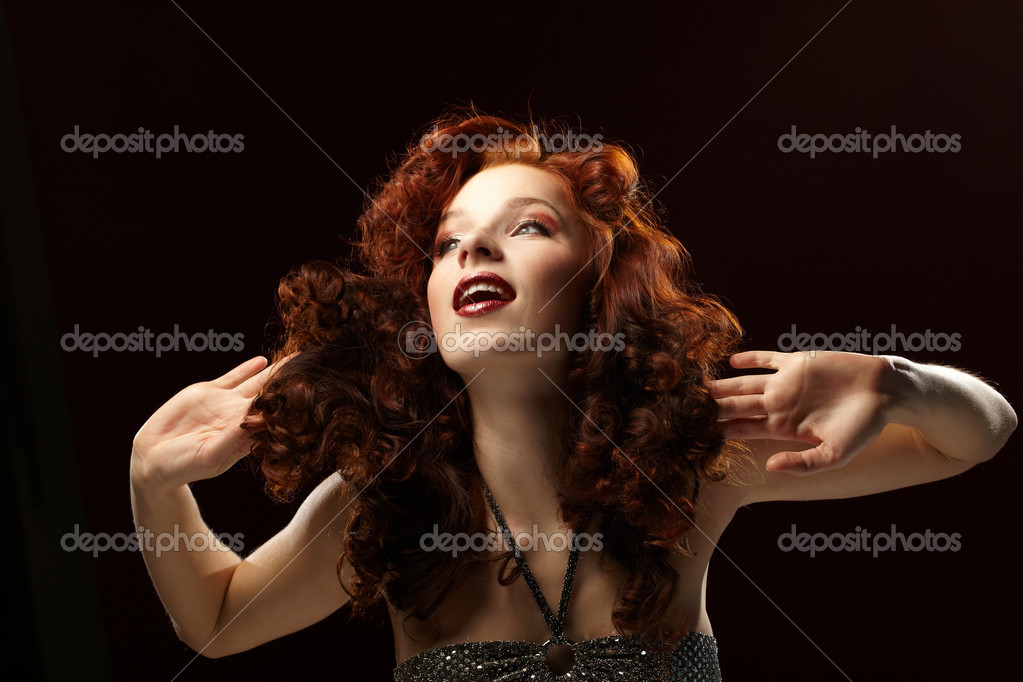 Portrait of a young beautiful woman — Stock Photo #9641610