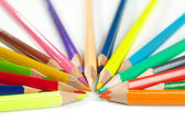 Kleur potloden op witte achtergrond — Stockfoto