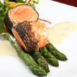 Rosemary roasted salmon served with asparagus - Stockfoto