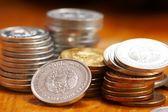Silber und gold Münzen — Stockfoto