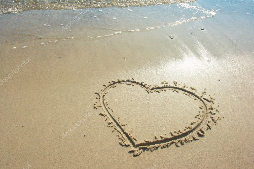 Heart drawn on sand, seacoast — Stock Photo #9890476