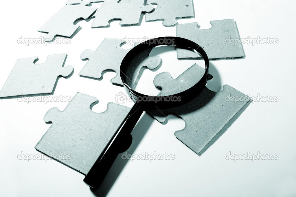Magnifying glass, puzzle — Stock Photo #9963131
