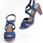 Blue high heeled sandal — Stock Photo