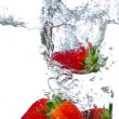 Splashing strawberries — Stockfoto