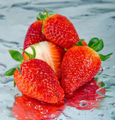 Strawberries with water drop — Stock Photo