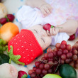 Adorable baby girl outdoors with fruits — Stockfoto