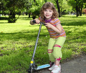 Little girl with scooter — Stock Photo
