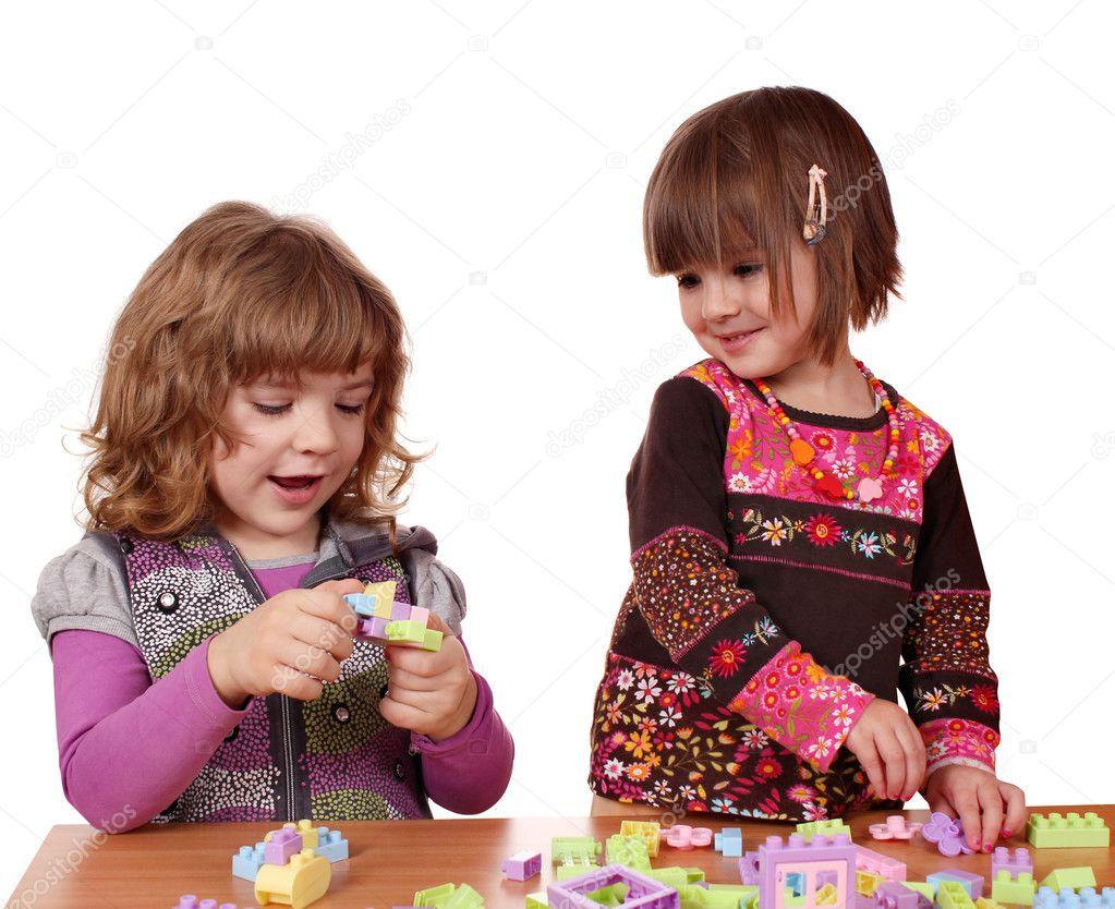 Играть про маленьких девочек