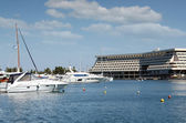 Port with yachts and boats — Foto Stock