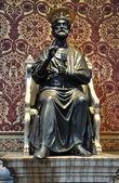 San Pietro statue — Stockfoto
