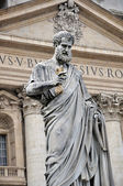 St. Peter`s statue — Stock Photo