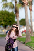 Woman walking — Stockfoto