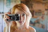 девушка с камерой — Стоковое фото
