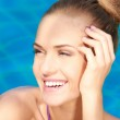 Close up of adorable woman in swimming pool — Stock Photo