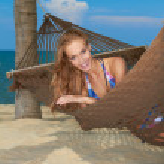 Woman enjoying a tropical getaway — Stock Photo