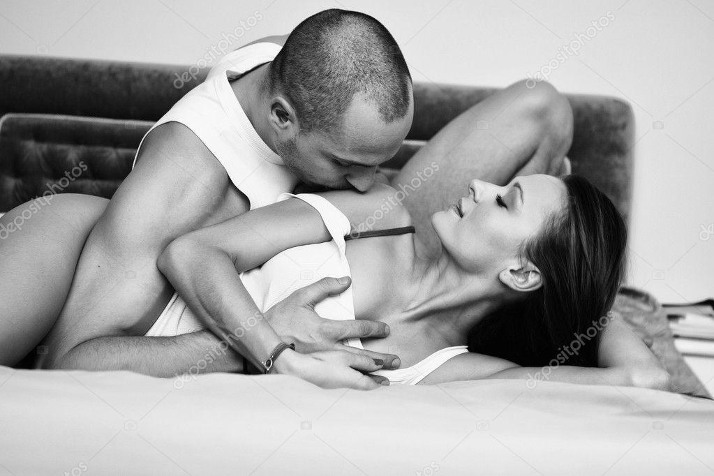 Une petite blanche découvre le sexe interracial -