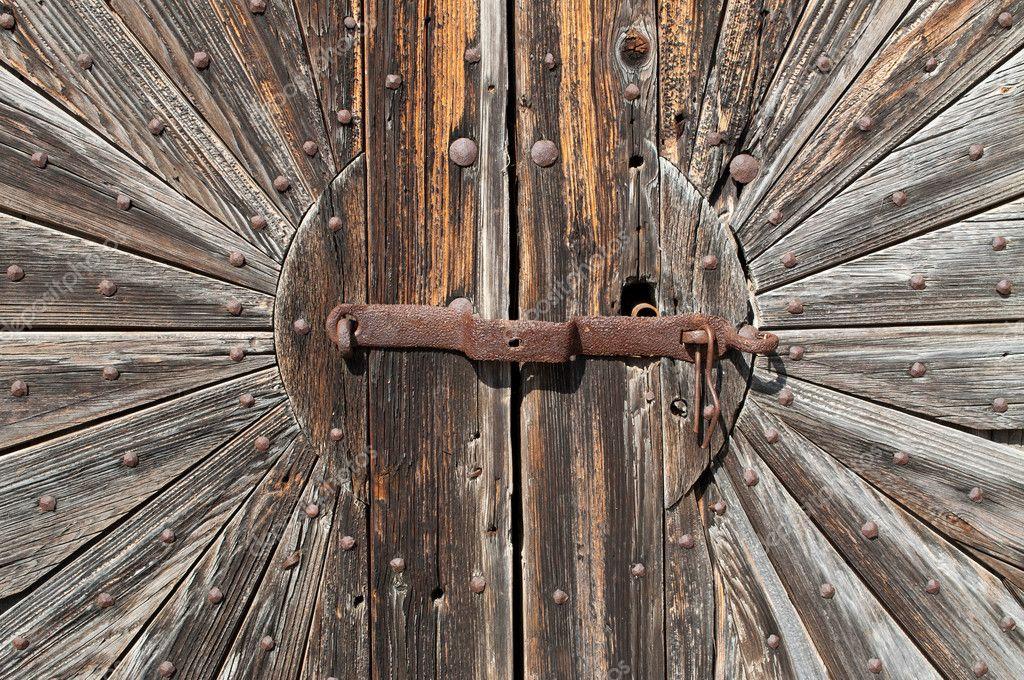ancienne porte de la cave bois photographie pgaborphotos 8219377. Black Bedroom Furniture Sets. Home Design Ideas