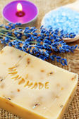 Home-made lavender soap with bath salt — Stockfoto